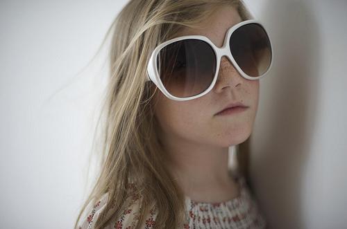 フリー画像| 人物写真| 子供ポートレイト| 少女/女の子| 外国の子供| サングラス|