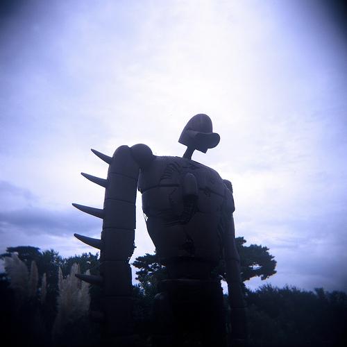 フリー画像| 人工風景| オブジェ|  彫刻/彫像| ロボット兵| 三鷹の森 ジブリ美術館| 落胆/落ち込む|