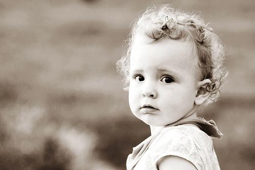 フリー画像| 人物写真| 子供ポートレイト| 少女/女の子| 外国の子供| セピア|