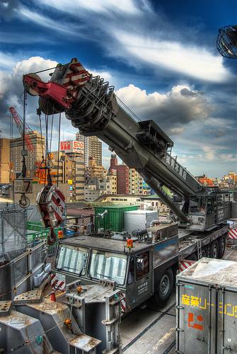フリー画像| 自動車| 工事車両| クレーン車| HDR画像|
