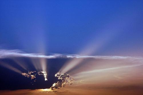 フリー画像  自然風景  空の風景  雲の風景  太陽光線 