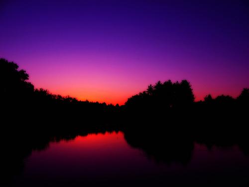 フリー画像| 自然風景| 空の風景| 湖の風景| 夕日/夕焼け/夕暮れ| 紫色/パープル|