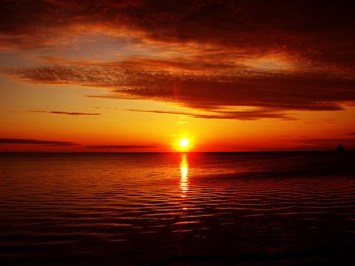 フリー画像| 自然風景| 空の風景| 海の風景| 夕日/夕焼け/夕暮れ| 橙色/オレンジ| 水平線/地平線|