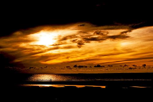 フリー画像|自然風景|空の風景|雲の風景|橙色/オレンジ|夕日/夕焼け/夕暮れ|ビーチ/浜辺|