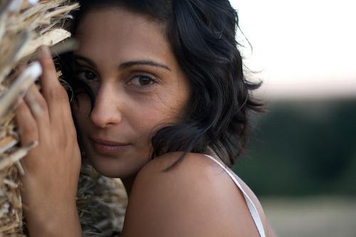 フリー画像  人物写真  女性ポートレイト  白人女性  ショートヘアー  黒髪 