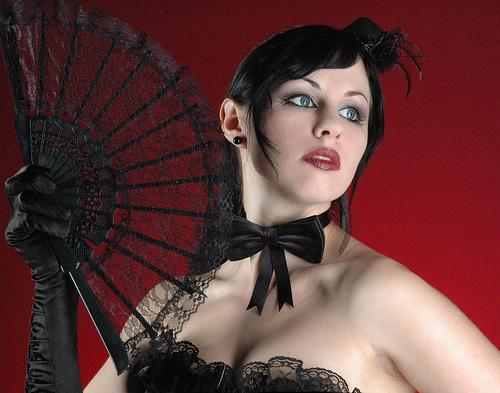 フリー画像| 人物写真| 女性ポートレイト| 白人女性| ゴスロリ| 扇子| 黒髪|