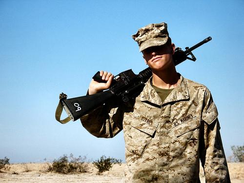 フリー画像| 戦争写真| 兵士/ソルジャー| 人物写真| アメリカ軍兵士| 銃器| ライフル銃|