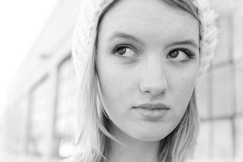 フリー画像| 人物写真| 女性ポートレイト| 白人女性| モノクロ写真| 帽子|