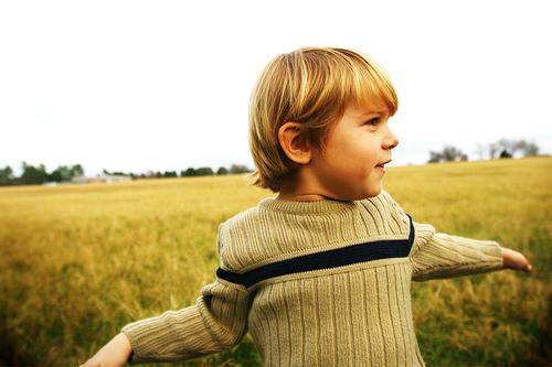 フリー画像| 人物写真| 子供ポートレイト| 少年/男の子| 外国の子供| 金髪/ブロンド|