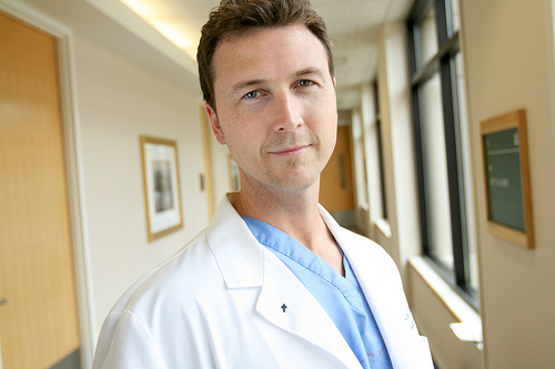 フリー画像| 人物写真| 男性ポートレイト| 外国人男性| 医者/ドクター| 白衣|