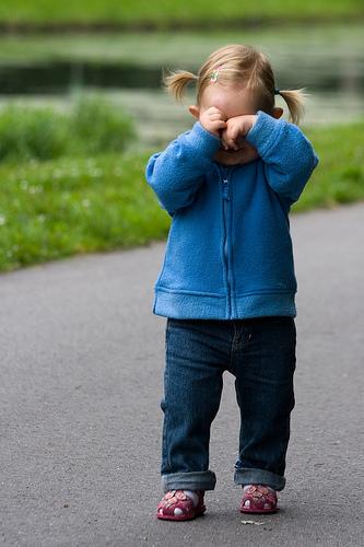 フリー画像| 人物写真| 子供ポートレイト| 少女/女の子| 外国の子供| 泣き顔|