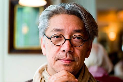 フリー画像  人物写真  男性ポートレイト  日本人  坂本龍一  眼鏡/メガネ  芸能人 