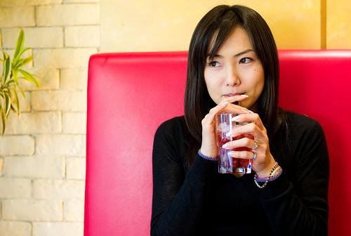 フリー画像| 人物写真| 女性ポートレイト| アジア女性| 日本人| 横顔| 黒髪| Mizuka| 飲食| 「ニット|