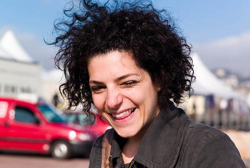 フリー画像  人物写真  女性ポートレイト  白人女性  黒髪  笑顔/スマイル 