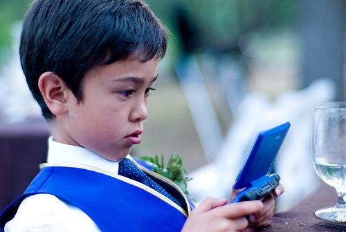 フリー画像| 人物写真| 子供ポートレイト| 少年/男の子| 外国の子供| ニンテンドーDS|