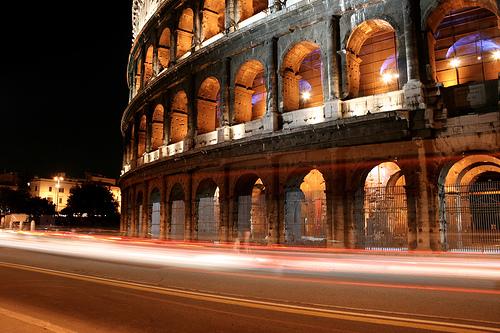 フリー画像| 人工風景| 建造物/建築物| 夜景| コロッセオ| 世界遺産/ユネスコ| イタリア風景| ローマ|