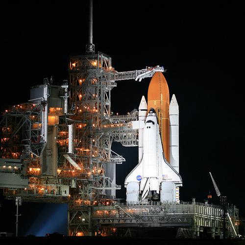 フリー画像| 航空機/飛行機| スペースシャトル| ロケット| エンデバー| 夜景| NASA|
