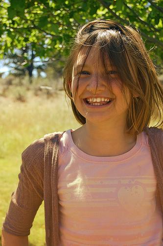 フリー画像| 人物写真| 子供ポートレイト| 少女/女の子| 外国の子供| 笑顔/スマイル|
