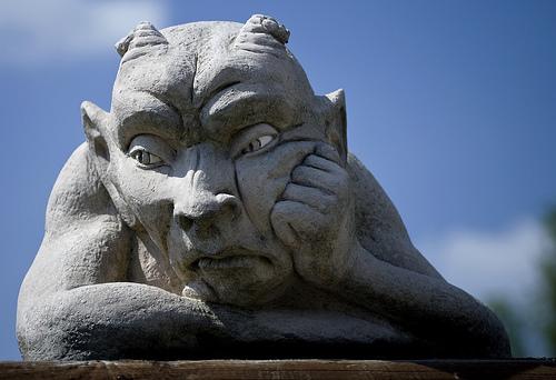 フリー画像| 人工風景| 彫刻/彫像| ゴブリン| 頬杖/頬づえ| 憂鬱/メランコリー|