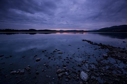 フリー画像  自然風景  湖の風景  夕日/夕焼け/夕暮れ  青色/ブルー  イギリス風景  暗雲の風景 