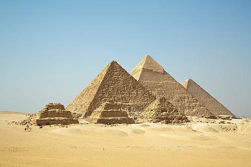フリー画像| 人工風景| 建造物/建築物| ピラミッド| ギザのピラミッド| 世界遺産/ユネスコ| エジプト風景| 砂漠の風景|