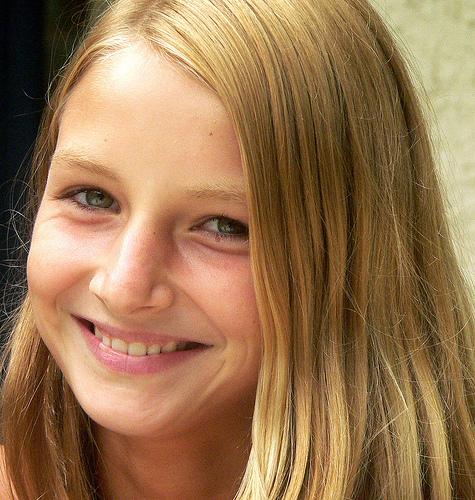 フリー画像| 人物写真| 子供ポートレイト| 少女/女の子| 外国の子供| 金髪/ブロンド| 笑顔/スマイル|
