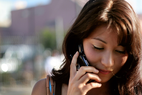 フリー画像| 人物写真| 女性ポートレイト| アジア女性| 携帯電話|