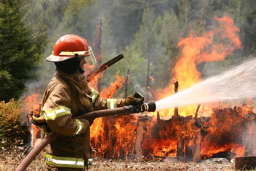 フリー画像| ニュース系| 火事/火災| 消防士| 火/炎| アメリカ風景| カリフォルニア|