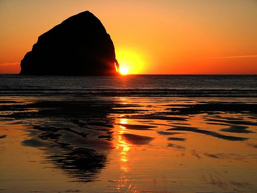 フリー画像| 自然風景| ビーチ/海辺| 夕日/夕焼け/夕暮れ| 橙色/オレンジ|