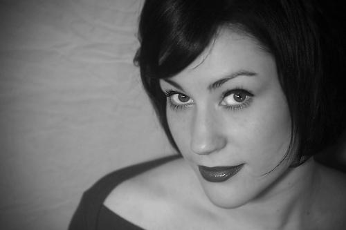 フリー画像| 人物写真| 女性ポートレイト| 白人女性| ショートヘアー| モノクロ写真|