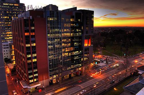 フリー画像| 人工風景| 建造物/建築物| 街の風景| ビルディング| 夕日/夕焼け/夕暮れ| オーストラリア風景| メルボルン|