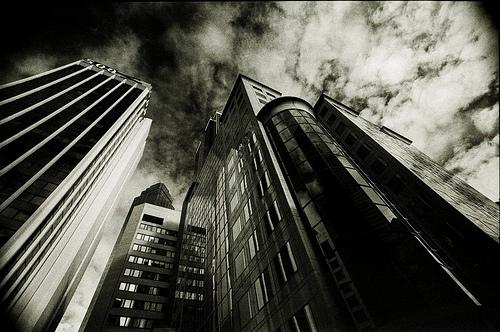 フリー画像| 人工風景| 建造物/建築物| ビルディング| 街の風景| 暗雲の風景| モノクロ写真| オーストラリア風景| メルボルン|