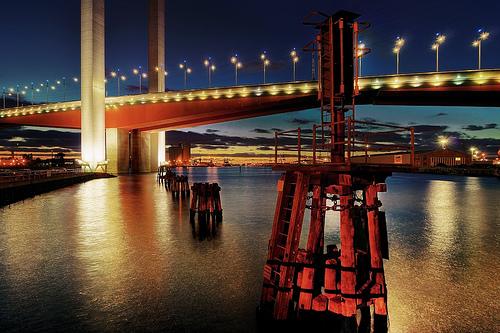 フリー画像| 人工風景| 建造物/建築物| 橋の風景| 夜景| 街の風景| 河川の風景| オーストラリア風景| メルボルン|