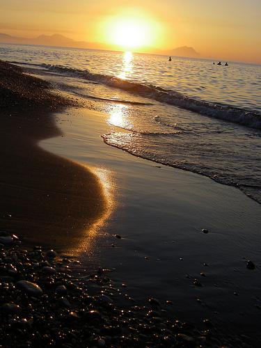 フリー画像| 自然風景| 海の風景| ビーチ/海辺| 夕日/夕焼け/夕暮れ| 橙色/オレンジ|
