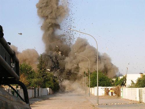 フリー画像| 戦争写真| 爆発/爆破| 煙/スモーク  | 街の風景| イラク風景|