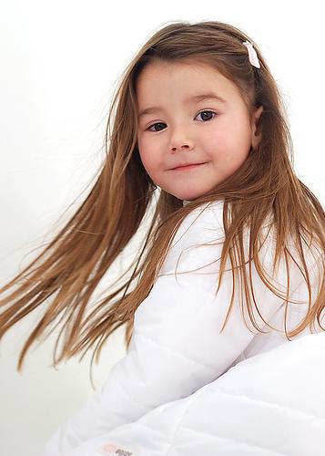 フリー画像  人物写真  子供ポートレイト  少女/女の子  外国の子供 
