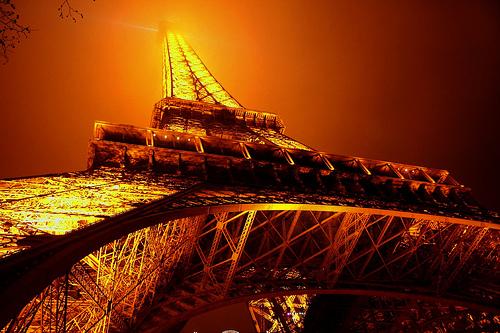 フリー画像| 人工風景| 建造物/建築物| 塔/タワー| エッフェル塔| 夜景| 橙色/オレンジ| フランス風景| パリ|