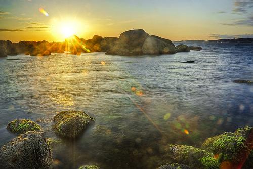 フリー画像| 自然風景| 海の風景| 夕日/夕焼け/夕暮れ| 太陽光線| HDR画像| 海岸の風景|