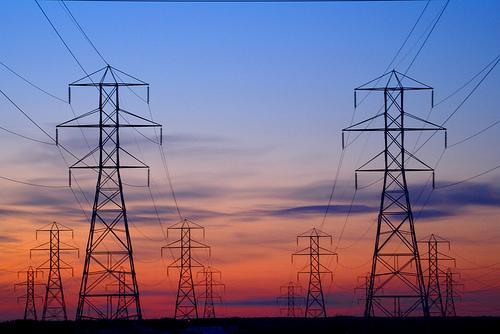 フリー画像| 人工風景| 建造物/建築物| 鉄塔| 配電線| 夕日/夕焼け/夕暮れ|