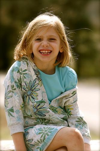 フリー画像| 人物写真| 子供ポートレイト| 少女/女の子| 外国の子供| 笑顔/スマイル| 金髪/ブロンド|