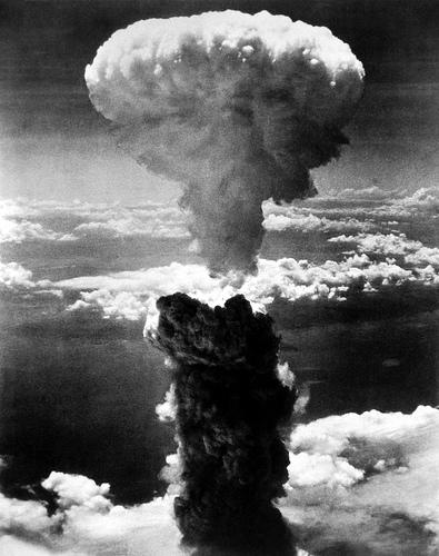フリー画像| 戦争写真| キノコ雲| 爆発/爆破| 煙/スモーク| 原子爆弾| 太平洋戦争| 日本風景| 長崎| モノクロ写真|