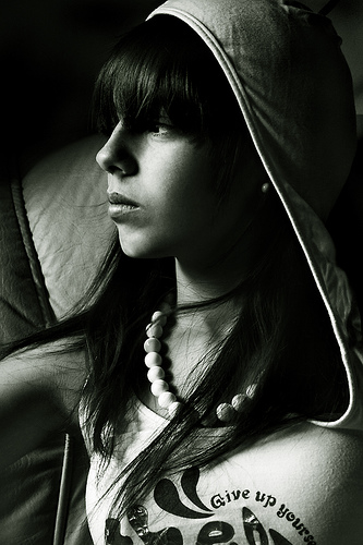 フリー画像| 人物写真| 女性ポートレイト| 白人女性| 横顔| モノクロ写真|