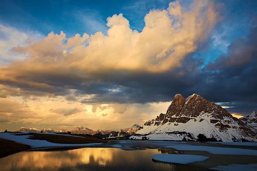 フリー画像| 自然風景| 空の風景| 雲の風景| 山の風景| 岩山の風景|