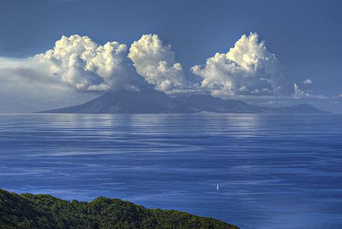 フリー画像| 自然風景| 海の風景| 雲の風景| 山の風景| 青色/ブルー|