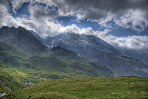 フリー画像| 自然風景| 山の風景| HDR画像| アルプス山脈| 雲の風景| イタリア風景|