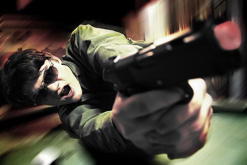 フリー画像| 人物写真| 男性ポートレイト| 外国人男性| サングラス| 拳銃/ピストル| 銃器|