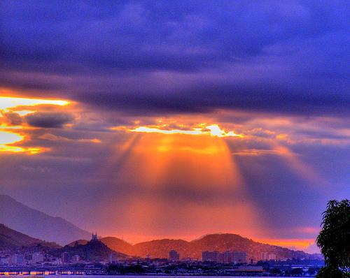 フリー画像| 自然風景| 空の風景| 雲の風景| 太陽光線| HDR画像|
