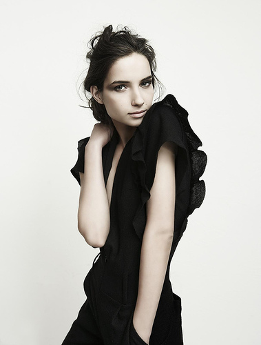フリー画像| 人物写真| 女性ポートレイト| ラテン系女性| ドレス| 黒髪|