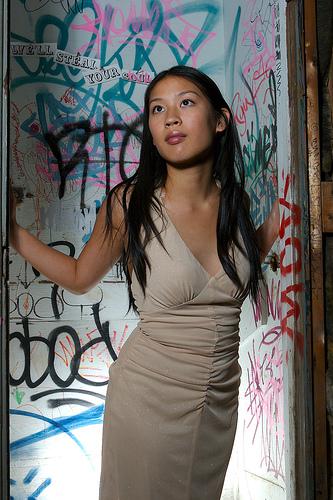 フリー画像| 人物写真| 女性ポートレイト| アジア女性| 黒髪| ドレス| ロングヘアー|
