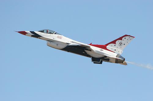 フリー画像| 航空機/飛行機| 戦闘機| サンダーバーズ| F-16 ファイティング・ファルコン| F-16 Fighting Falcon|